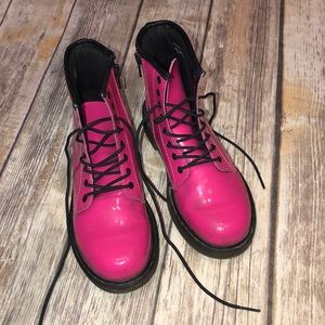 DR. MARTENS~Hot Pink Patent Leather Delaney Boots